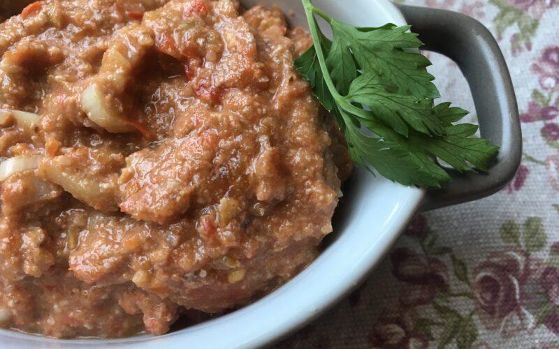 Овощной соус с грецкими орехами, острой приправой и чесноком (1)