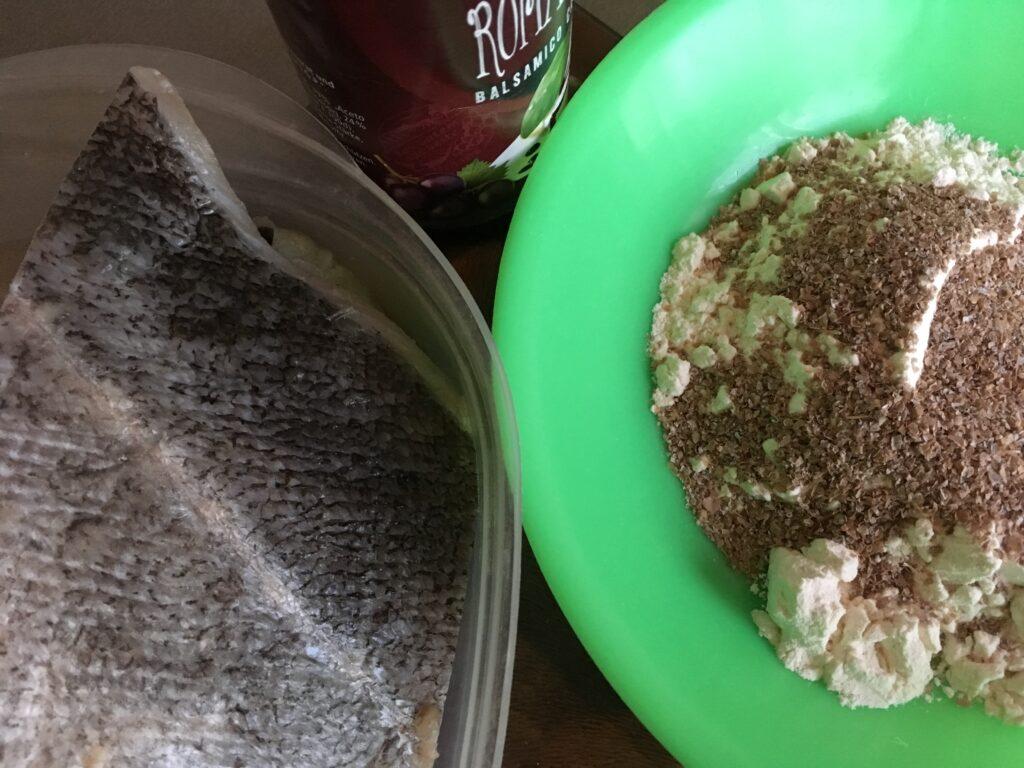 Сайда с бальзамическим соусом в панировке из крахмала и темных отрубей (2)