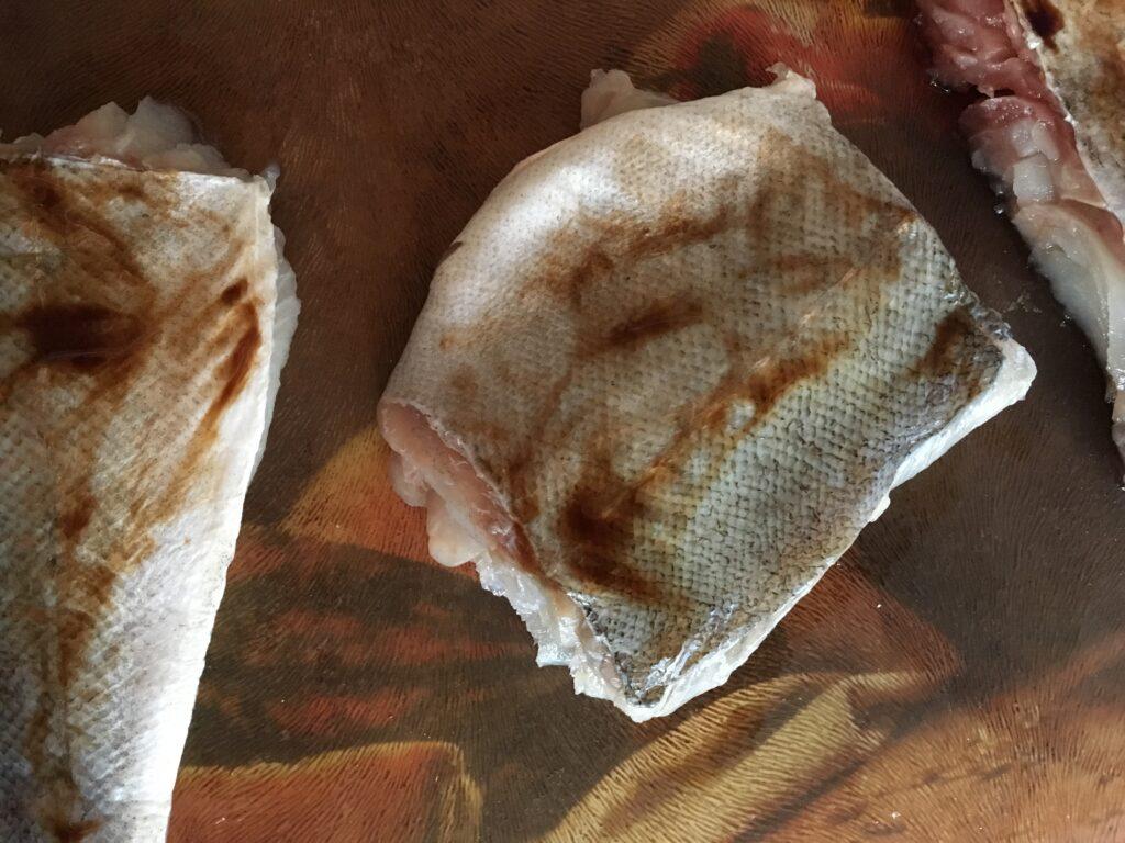 Сайда с бальзамическим соусом в панировке из крахмала и темных отрубей (3)